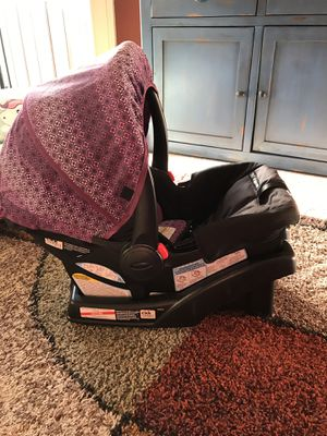 Infant car seat - Graco click connect for Sale in Fairview, TN