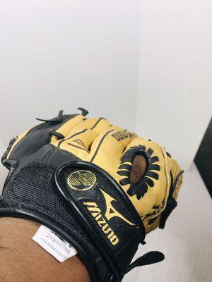 Mizuno Prospect GPP 1152 11.5 inch Max Flex Power Close Right Glove for Sale in Central Falls, RI