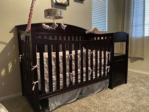 Vienna Espresso Baby Crib, by Sorelle + Baby Mattress for Sale in Las Vegas, NV