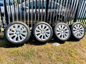 Range Rover wheels new tires for Sale in Miami, FL