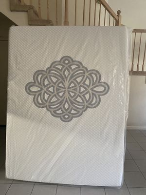Queen mattress, New in plastic bag, 13 inches thick, Gel Memory Foam for Sale in Hacienda Heights, CA