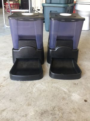 2 Automatic pet food dispenser for Sale in Austin, TX