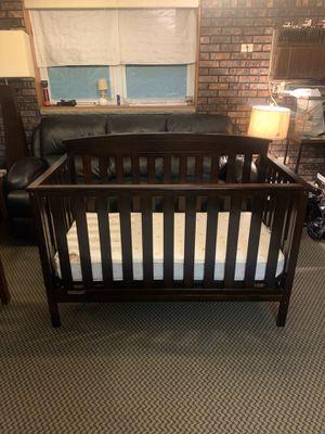 Delta Children 4-in-1 Convertible Baby Crib w/ Kolcraft Pediatric 800 Mattress for Sale in Staten Island, NY
