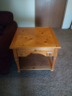 Large end or bedside table for Sale in East Wenatchee, WA