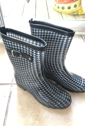 Houndstooth rain boots size 8 for Sale in Atlanta, GA