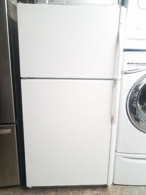 TOP FREEZER KENMORE 33INCH FRIDGE w/ICE MAKER CLEAN WORKS VERY WELL for Sale in Placentia, CA