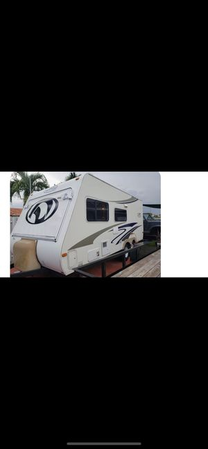 2007 travel trailer very well cared for sleeps 7 ready for the toad cold ac nice and comfy for Sale in Fort Lauderdale, FL