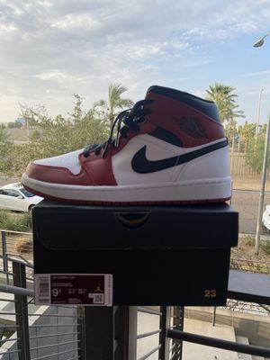 Jordan 1 mid Chicago white toe - size 9.5 - 160$ - IG Shoes4sale602 for Sale in Phoenix, AZ