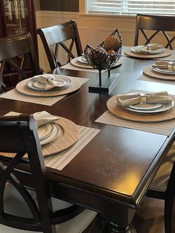 Macys Dinning Room Set . 8 ( Includes Table And 6 Chairs And Server) for Sale in Redmond,  WA