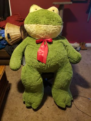 Huge Frog Stuffed animal for Sale in Pamplin, VA