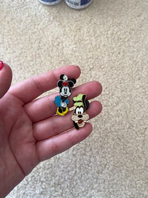 Minnie and goofy authentic Disney trading pins for Sale in Federal Way, WA