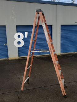Husky 8' Fiberglass Step Ladder (type 1A-300#) for Sale in Clackamas,  OR