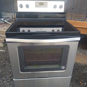 Stove Whirlpool for Sale in Kent, WA