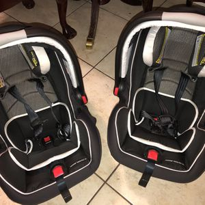 Graco Snug Infant Car Seat for Sale in Claremont, CA