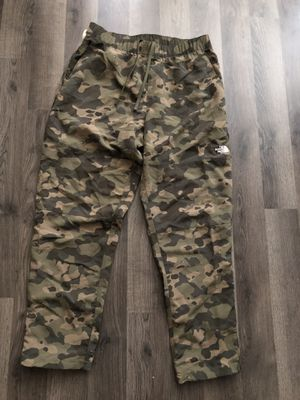 Northface Camo Pants (Med) for Sale in Chicago, IL
