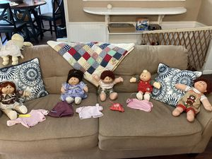 Lot of vintage cabbage patch dolls and clothing for Sale in Orange Park, FL