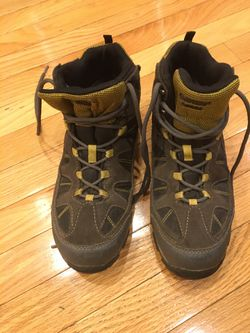 Waterproof Hiking Boots , size 6, Hi-Tec Youth Altitude Lite i barely used for Sale in Washington,  DC