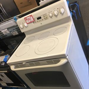GE ELECTRIC STOVE IN EXCELLENT CONDITION for Sale in Laurel, MD