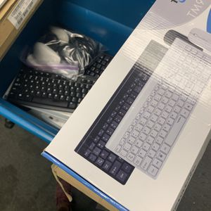 Wireless Mouse And Keyboards 14 Total for Sale in Villa Park, CA