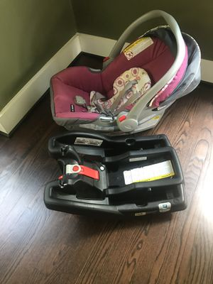Graco Infant Car seat/carrier for Sale in Frederick, MD