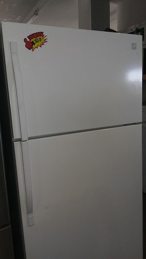 Kenmore Apartment Size Refrigerator for Sale in Corona, CA