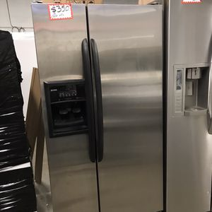 KENMORE STAINLESS STEEL SIDE BY SIDE FRIDGE (NOT ICE) IN EXCELLENT CONDITION for Sale in Baltimore, MD