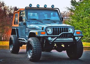 Green Jepp Wrangler 2000 4x4 -𝓹𝓸𝔀𝓮𝓻 𝓢𝓽𝓪𝓻𝓽 Price$1000 for Sale in Stamford, CT