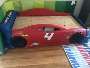 Toddler race car bed. Twin size. Great shape.. no mattress. for Sale in Hayward, CA