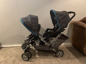 Graco DuoGlider Double Stroller with car seat for Sale in Wichita, KS