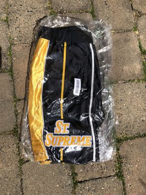 St Supreme Basketball Shorts DS, Size S for Sale in Seattle, WA