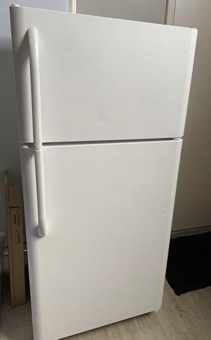 Frigidaire Refrigerator for Sale in Miami, FL
