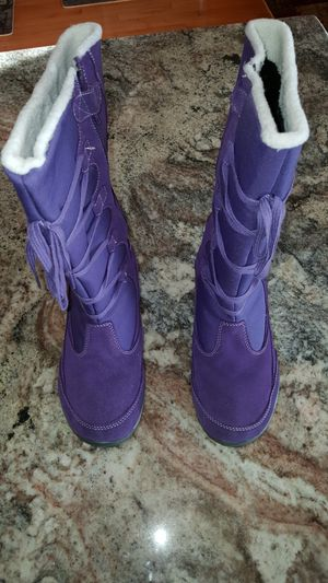 Merrell purple women snow boots size 8 - like new for Sale in Fairfax, VA