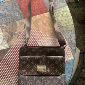 Louis Vuitton Crossbody Bag Purse for Sale in Hollywood, FL