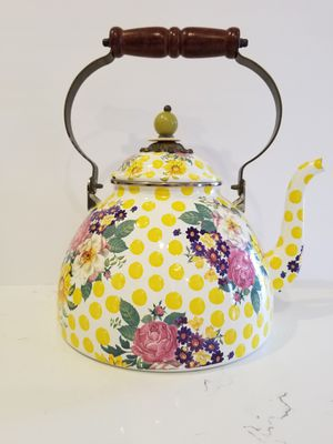 MACKENZIE CHILDS Buttercup Tea Kettle (never used) for Sale in Miami, FL