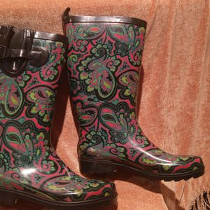 Ladies size 8 Capelli Rubber Rain Boots for Sale in West Hartford, CT