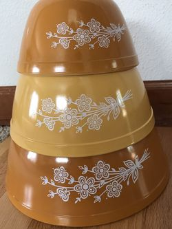Vintage Pyrex Ovenware Gold Butterfly Mixing Bowls - Set Of 3 for Sale in Bothell,  WA