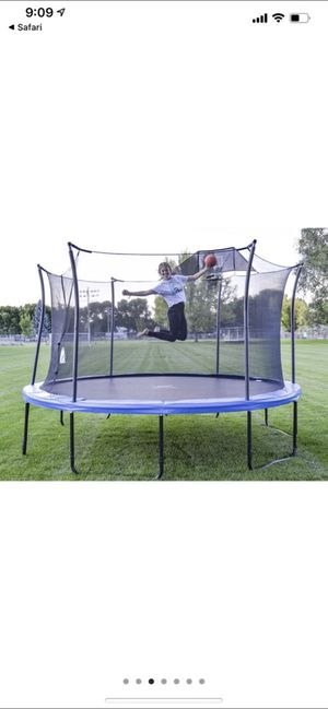 """14""""ft trampoline with a basketball hoop brand new in the box hurry it won't last long!!!! for Sale in Thornton, CO"""
