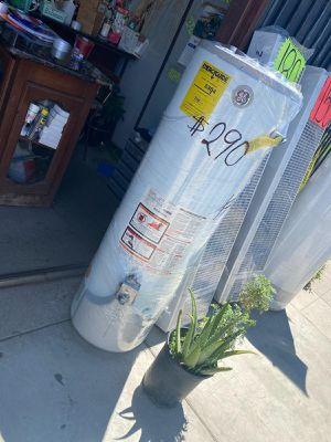 Water heater 38 gallons $249 seminuevo garantía 2 años for Sale in Los Angeles, CA
