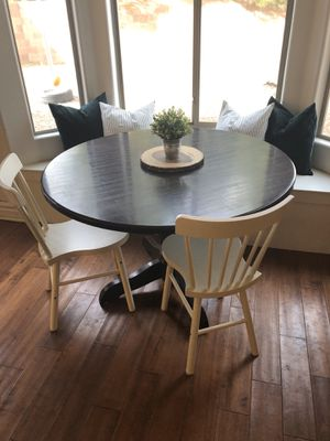 Table and chairs for Sale in Henderson, NV