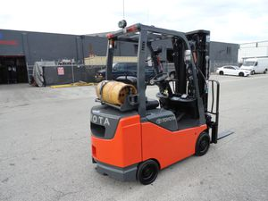 2010 Toyota forklift 4,000lbs capacity three stage mast side shifter for Sale in Miami, FL