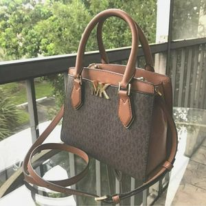 Michael Kors bag for Sale in Fort Smith, AR