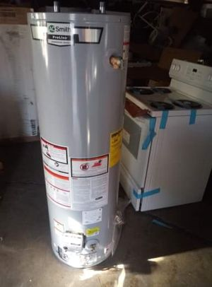 30 gallon gas water heater for Sale in Chicago, IL