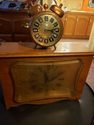 Working Antique clocks for Sale in Bel Aire, KS