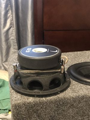 three eights diamond sub double coil epicenter two amplifiers one of four channels and one of two for sub for Sale in Durham, NC