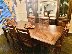 Dining table for Sale in Keller, TX