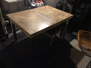 Sturdy dining room table for Sale in Mount Airy, MD