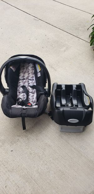 Evenflo baby car seat for Sale in Monrovia, CA