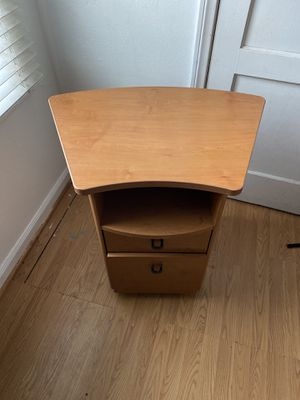 File cabinet and Desk for Sale in Long Beach, CA