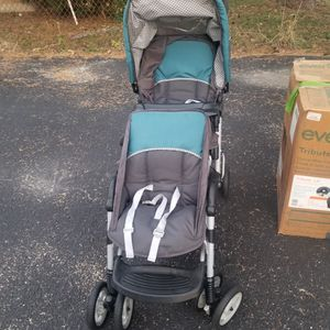 Double stroller,baby walker,baby car seat for Sale in Bensenville, IL
