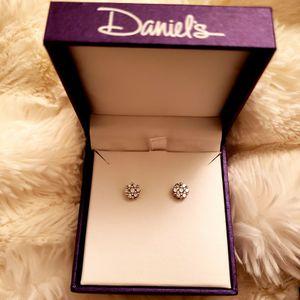 1/4 CTW Diamond Stud Earrings in 14K White Gold for Sale in Glendora, CA
